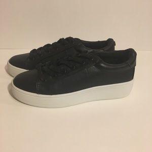 NWOT Steve Madden Bertie Sneaker